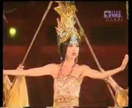 MISS WORLD 2007 - DROPS HER SASH ON STAGE!