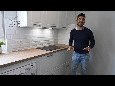 Cocina Moderna Con Muebles Blancos Y Encimera Madera: Estilo época Con Tiradores Cocinas Santos CJR