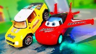 Мультики. Летающие МАШИНКИ в мультике – Опасные игры на дороге. Развивающие видео для детей