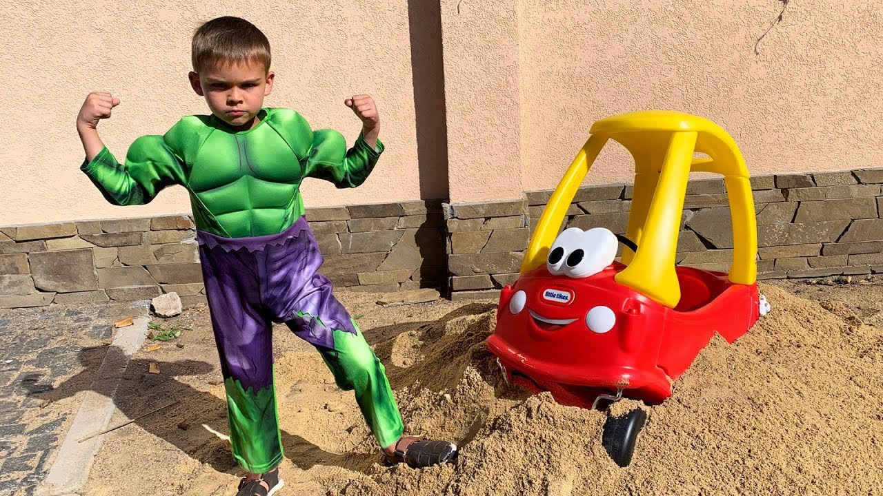Little car stuck in the sand - superheroes to the rescue