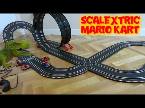 Rex y circuito de coches Mario Kart de Carrera con Scalextric Mario Bros | Vídeos de dinosaurios