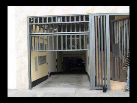 Puerta seccional de metal youtube for Perchas para puertas sin agujeros