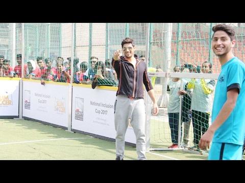 Hottie Sidharth Malhotra plays football with slum kids!