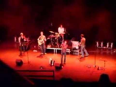 Neil Diamond singing