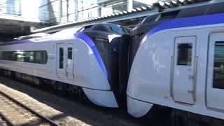 引き込み回送で松本駅を発車する特急スーパーあずさの新型車両E353系