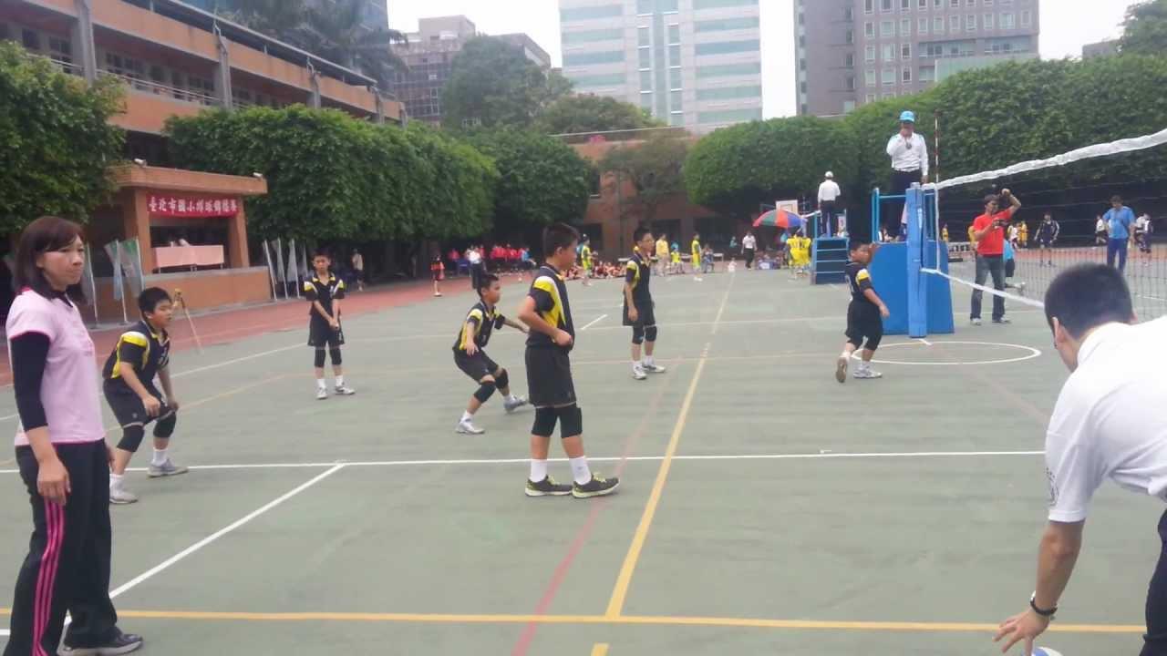 五常國小五年級排球比賽VS三民#3 - YouTube