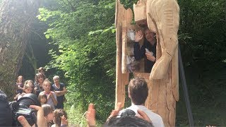 French artist locks himself up in a statue for a week