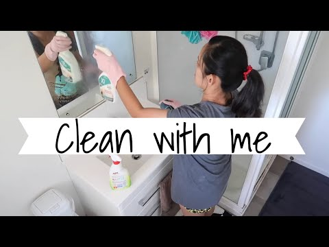 CLEAN WITH ME | CLEANING MY DIRTY BATHROOM | VLOG 70 | LIFE IN NZ
