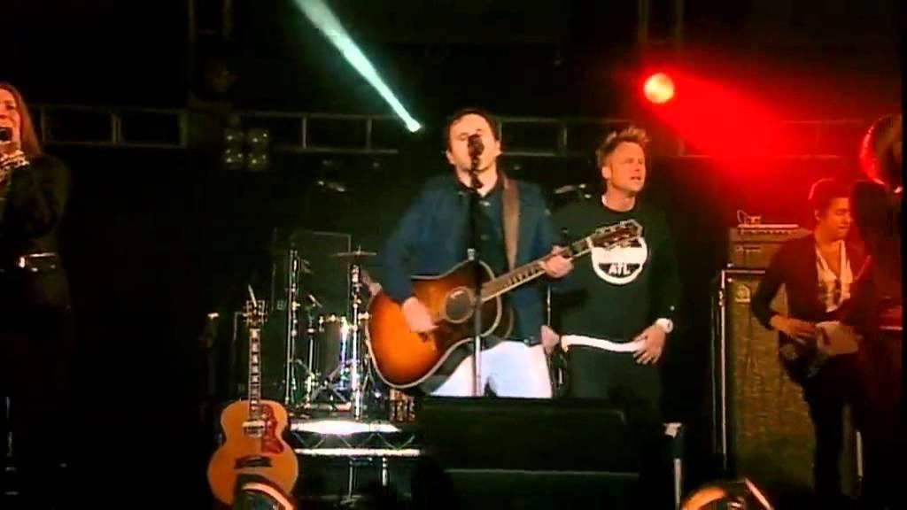 matt-redman-our-god-live-bigchurchdayout-2012-cornelis-weyers