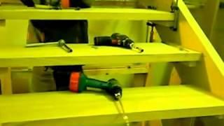 видео Как крепить ступени к тетиве лестницы: правильный монтаж