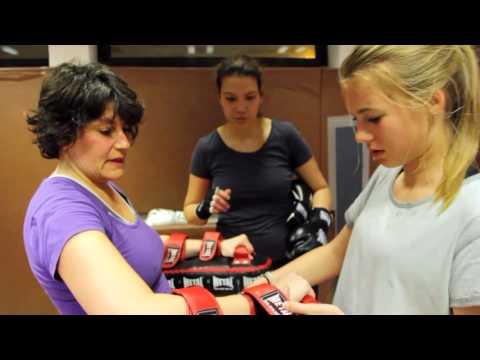 MONTAGE LADY BOXING