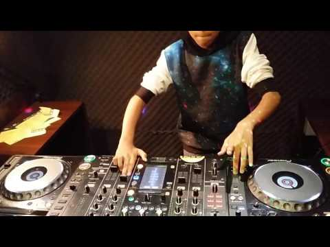 G-vaw ; DJ Vuai (13 years old) kolaborasikan Mic , Effect exploration , Tone Play , dan lainnya