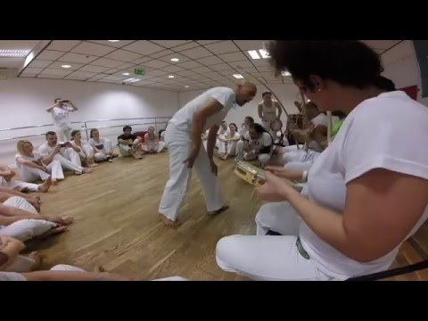 Mestre Marinaldo vs. Contra Mestre Galo. Capoeira Esporao winter workshops 2016