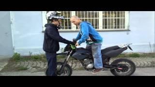 Jak zvednout motorku na zadní - NÁVOD