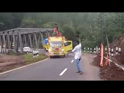 Truk Oleng Sampek Bukan Pintu Bois Tenan CCTV Bojonegoro OYi