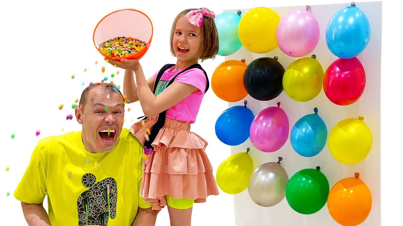 Макс и Катя играют в новый челлендж с шариками
