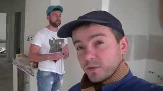 видео Клеим гипсокартон на стену и потолок
