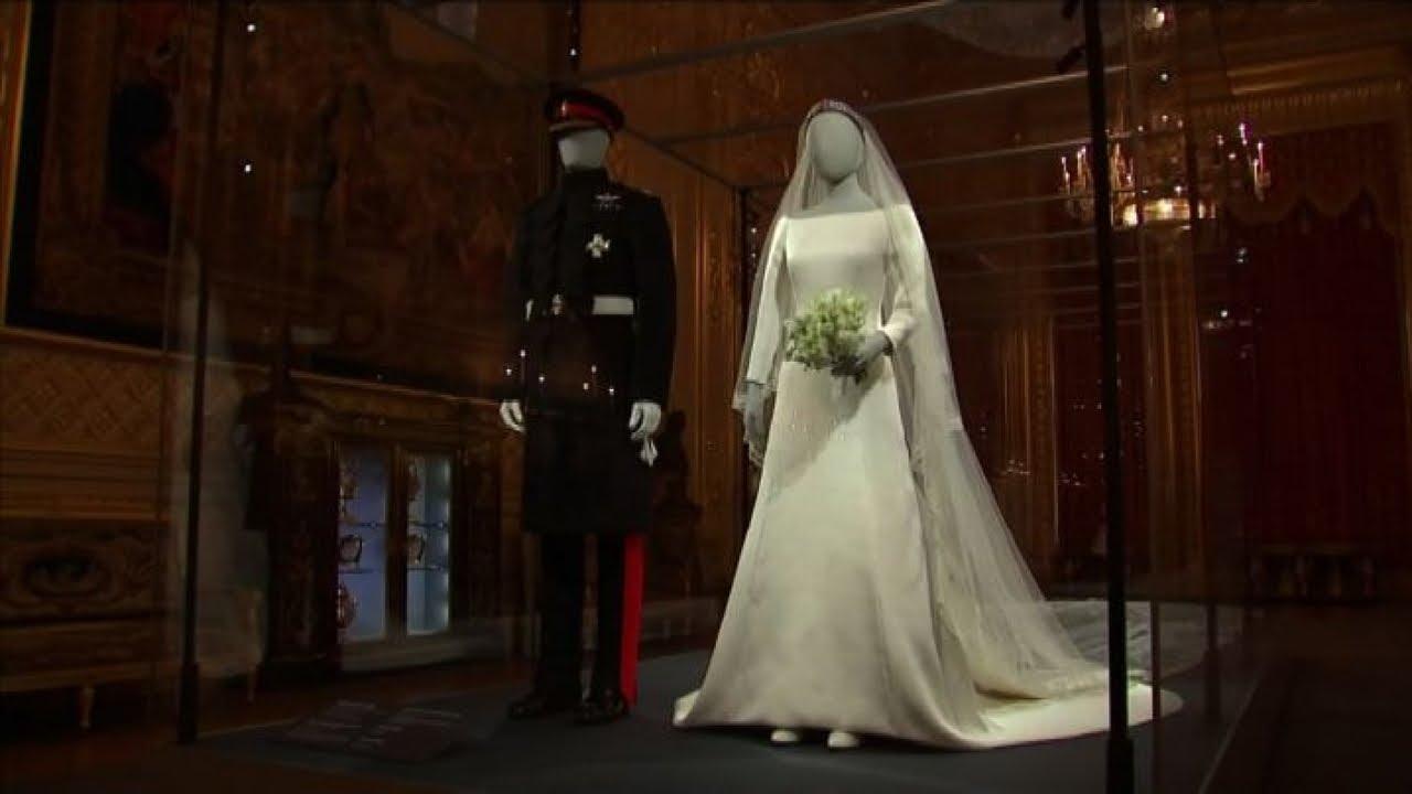Matrimonio Meghan E Harry : I vestiti di nozze di harry e meghan in mostra a windsor youtube