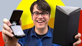 Unboxing and folding the new Motorola Razr
