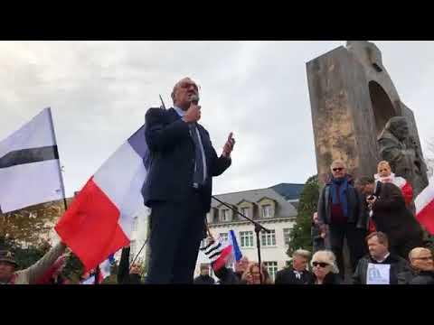 Ploërmel. Manifestation pour défendre la statue du Pape Jean-Paul II