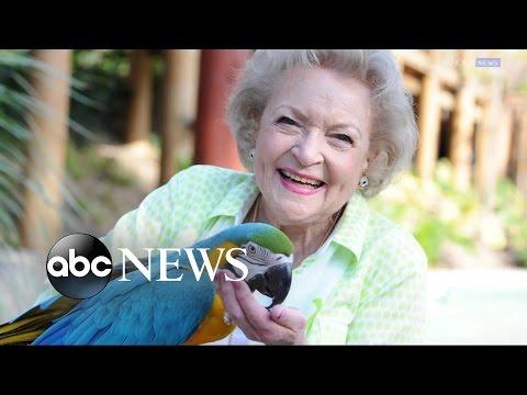 Betty White Turns 95, Says She'd Do 'Golden Girls' Reboot