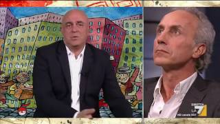 La copertina di Crozza: 'Più che una campagna elettorale sembra la puntata finale di Narcos'
