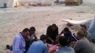 شاهد : عمال قناة السويس الجديدة يتناولون طعام الافطار فى مواقع العمل