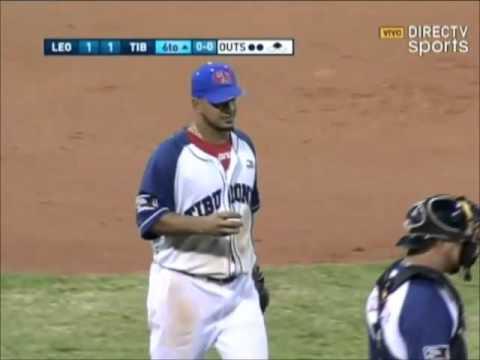 Sergio Escalona se encontró con la pelota y realizó un gran doble play | Tiburones LVBP 2015-2016