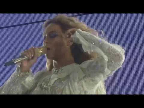 05 Beyoncé - Superpower / Mine / Baby Boy / Hold Up / Countdown (The Formation World Tour DVD)
