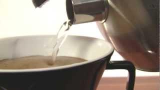 Kaffee kochen mit Isolierkanne und Kaffeefilter von alfi