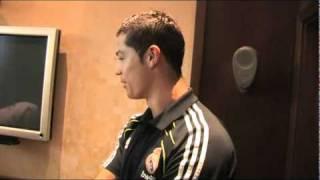 Repeat youtube video Se tatúa a Cristiano Ronaldo en el muslo (Vídeo oficial Vtattoo)