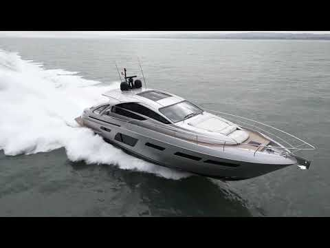 pershing-7x-sport-yacht