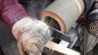 Kubek z drewna dębowego - Woodturning an Oak Log Mug