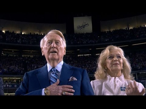 COL@LAD: Williams conducts national anthem in LA