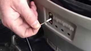 How To Remove a Broken Male RCA Plug From Its Female Connector, amp, headphone, audio