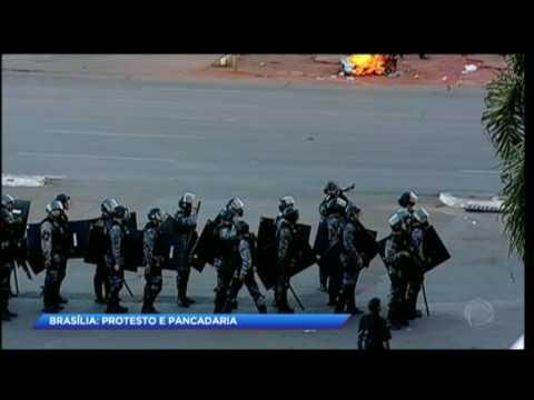 Polícia Militar e Forças Armadas tentam deter manifestantes em Brasília
