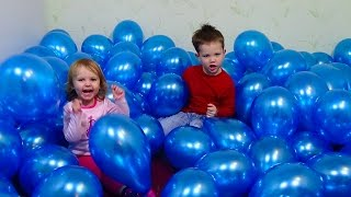 Много шариков играют перьями шариками Many a lot of Baloons playing burst feathers