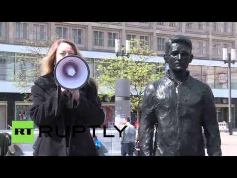 Germany: Snowden, Assange and Manning immortalised in whistle-blower sculptures