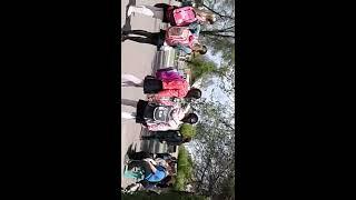 Чокнутая мамаша бьёт школьника