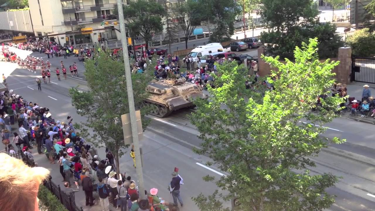 Calgary Stampede Parade Leopard 2 A6m Tank Youtube