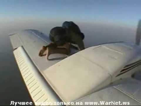На крыле самолёта.wmv