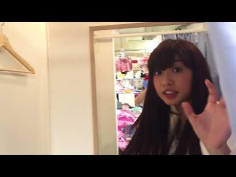 【衝撃】女子大生の試着室の中を、そっとのぞいてみたら・・!