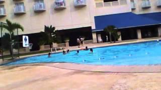 ちょっと前に、ボビーにあったw 女の子たちとプールで遊んでて 何か、...