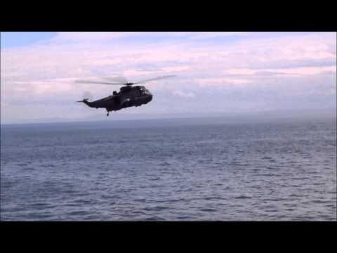 HMCS Winnipeg - Sikorsky CH-124 Sea King demonstration