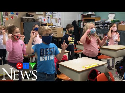 Class learns to sign 'O Canada' amid COVID-19 restrictions