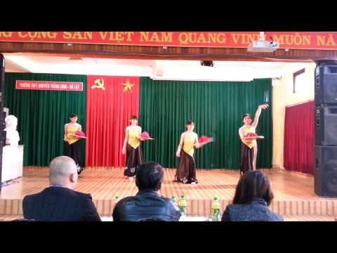 Múa mâm - 12 Sinh - Trường THPT chuyên Thăng Long Đà Lạt 2014-2015