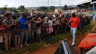 Khaligraph Jones almost robbed by his fans but Og ni Og see what happens