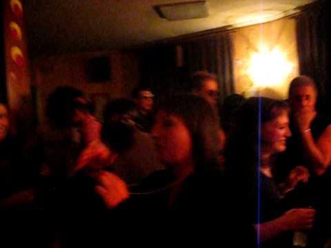 villamandos fiesta de los ochenta bar central sara