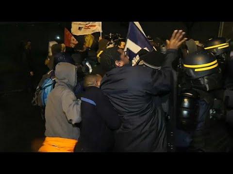 اشتباكات عنيفة بين حراس السجون والشرطة في فرنسا  - نشر قبل 1 ساعة