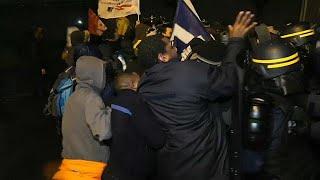 اشتباكات عنيفة بين حراس السجون والشرطة في فرنسا
